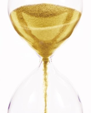 gold-hourglass-128241884
