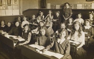 Miss Bowls's class in an unidentified girls' school Date: circa 1905 Source: postcard